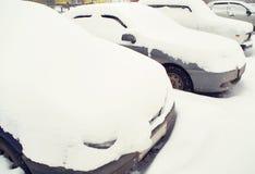 καλυμμένο αυτοκίνητα χιόν Στοκ Εικόνα
