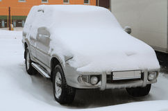 καλυμμένο αυτοκίνητο χιόνι Στοκ Εικόνα