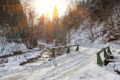 καλυμμένο γέφυρα χιόνι ξύλ&iota Στοκ Φωτογραφία