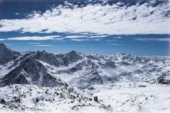 καλυμμένο χιόνι αιχμών Στοκ φωτογραφία με δικαίωμα ελεύθερης χρήσης