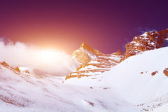 καλυμμένο χιόνι βουνών Στοκ Φωτογραφίες