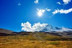 καλυμμένο χιόνι βουνών Στοκ Εικόνες
