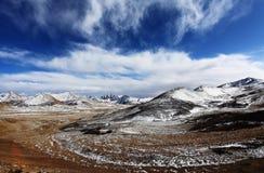 καλυμμένο χιόνι βουνών Στοκ εικόνα με δικαίωμα ελεύθερης χρήσης