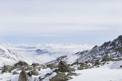 καλυμμένο χιόνι υψηλών βουνών Στοκ φωτογραφίες με δικαίωμα ελεύθερης χρήσης