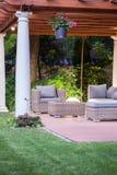 Καλυμμένο patio με τις στήλες στοκ φωτογραφίες με δικαίωμα ελεύθερης χρήσης