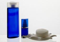 Καλλυντικά προϊόντα στους μπλε τόνους Στοκ Φωτογραφία