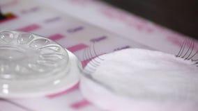 Καλλυντικά πλαστά eyelashes διαδικασίας απόθεμα βίντεο