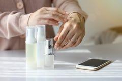Καλλυντική κενή ετικέτα εμπορευματοκιβωτίων μπουκαλιών για το μαρκάρισμα του προτύπου, κρέμα χεριών Στοκ εικόνα με δικαίωμα ελεύθερης χρήσης