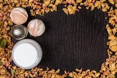 Καλλυντικό λουτρών SPA Aromatherapy με τη φυσικές μάσκα και τη βόμβα Χαλάρωση υγιεινής για το σώμα Στοκ Εικόνες