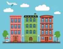 Καλό ζωηρόχρωμο στο κέντρο της πόλης τοπίο πόλεων με διάφορα townhouses, Στοκ φωτογραφία με δικαίωμα ελεύθερης χρήσης