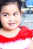 Καλό ΤΑΪΛΑΝΔΙΚΟ κορίτσι στο κοστούμι Χριστουγέννων Στοκ φωτογραφίες με δικαίωμα ελεύθερης χρήσης