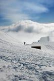 Καλύβα στεγών - Etna που καλύπτεται από το χιόνι Στοκ εικόνα με δικαίωμα ελεύθερης χρήσης
