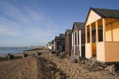 Καλύβες παραλιών, κόλπος Thorpe, Essex, Αγγλία στοκ φωτογραφίες