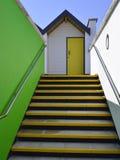 Καλύβες παραλιών με τις χρωματισμένες πόρτες Στοκ εικόνες με δικαίωμα ελεύθερης χρήσης