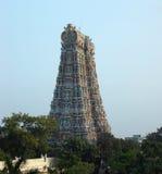 Καλύτερη άποψη της πύλης σε έναν ινδό ναό Στοκ Εικόνες
