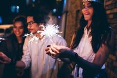 Καλύτεροι φίλοι που έχουν ένα κόμμα Στοκ φωτογραφία με δικαίωμα ελεύθερης χρήσης