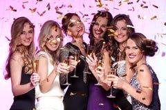 Καλύτεροι φίλοι που έχουν ένα νέο κόμμα έτους Στοκ Φωτογραφία