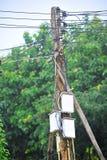 Καλώδιο ηλεκτρικό στον πόλο Στοκ Εικόνα