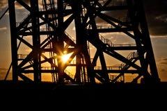 Καλώδιο-μένοντη γέφυρα Ηλιοβασίλεμα Στοκ εικόνες με δικαίωμα ελεύθερης χρήσης