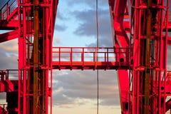Καλώδιο-μένοντη κόκκινη γέφυρα Στοκ Φωτογραφίες