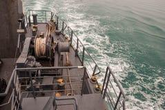 Καλώδιο στο μπλε κατάστρωμα του πλοίου Στοκ Φωτογραφία