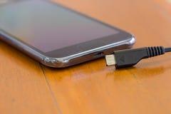 Καλώδιο USB, καλώδιο στοιχείων, φορτιστής, έξυπνο τηλέφωνο Στοκ φωτογραφία με δικαίωμα ελεύθερης χρήσης