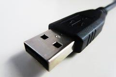 Καλώδιο USB στον άσπρο πίνακα στοκ εικόνα με δικαίωμα ελεύθερης χρήσης