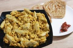 Κα Saag Arbi - ένα πιάτο που γίνεται από Colocasia Στοκ Εικόνες