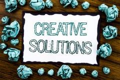Κείμενο ανακοίνωσης γραφής που παρουσιάζει δημιουργικές λύσεις Επιχειρησιακή έννοια για τον καταιγισμό ιδεών που σκέφτεται γραπτό Στοκ φωτογραφίες με δικαίωμα ελεύθερης χρήσης