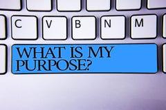 Κείμενο γραφής ποια είναι η ερώτηση σκοπού μου Έννοια που σημαίνει το αλφαβητικό μπλε κουμπιών αντανάκλασης διάκρισης σημασίας κα Στοκ εικόνες με δικαίωμα ελεύθερης χρήσης