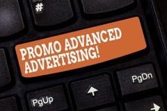 Κείμενο γραφής που γράφει προηγμένη τη Promo διαφήμιση Η έννοια έννοιας ενημερώνει τους συγκεκριμένους φορείς οι αξίες ενός προϊό στοκ φωτογραφία