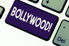 Κείμενο γραφής που γράφει Bollywood Έννοια που σημαίνει τον ινδικό κινηματογράφο μια πηγή ψυχαγωγίας μεταξύ της νέας γενιάς στοκ εικόνες με δικαίωμα ελεύθερης χρήσης