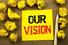 Κείμενο γραφής που παρουσιάζει όραμά μας Επιχειρησιακή έννοια για το όραμα εμπορικής στρατηγικής που γράφεται σε κολλώδες χαρτί σ Στοκ Εικόνα