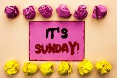 Κείμενο γραψίματος λέξης η κλήση της Κυριακής του Η επιχειρησιακή έννοια για Relax απολαμβάνει την ελεύθερη χαλάρωση ημέρας ανάπα Στοκ εικόνα με δικαίωμα ελεύθερης χρήσης