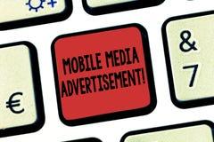 Κείμενο γραψίματος λέξης κινητή διαφήμιση MEDIA Επιχειρησιακή έννοια για τη διαφήμιση μέσω των κινητών τηλεφώνων ή άλλων συσκευών στοκ φωτογραφία με δικαίωμα ελεύθερης χρήσης