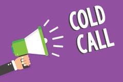 Κείμενο γραψίματος λέξης κρύα κλήση Επιχειρησιακή έννοια την εκούσια κλήση που γίνεται για από κάποιο που προσπαθεί να πωλήσει τη Στοκ φωτογραφία με δικαίωμα ελεύθερης χρήσης