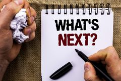 Κείμενο γραψίματος λέξης ποιο s επόμενη ερώτηση Επιχειρησιακή έννοια για τη λύση επιλογής φαντασίας του επόμενου ερωτηματολογίου  Στοκ Φωτογραφίες