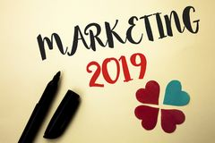 Κείμενο γραψίματος λέξης που εμπορεύεται το 2019 Επιχειρησιακή έννοια για τις νέες ιδέες διαφήμισης νέου ξεκινήματος στρατηγικών  στοκ φωτογραφία με δικαίωμα ελεύθερης χρήσης