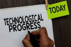 Κείμενο γραψίματος λέξης τεχνολογική πρόοδος Επιχειρησιακή έννοια για τη γενική διαδικασία του ατόμου διάχυσης καινοτομίας εφευρέ στοκ εικόνες