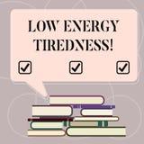 Κείμενο γραψίματος λέξης χαμηλή ενεργειακή κούραση Επιχειρησιακή έννοια για το υποκειμενικό συναίσθημα της κούρασης που έχει τη β απεικόνιση αποθεμάτων