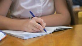 Κείμενο γραψίματος μαθητριών στο βιβλίο άσκησης Κινηματογράφηση σε πρώτο πλάνο φιλμ μικρού μήκους