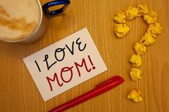 Κείμενο Ι γραψίματος λέξης αγάπη Mom κινητήρια κλήση Επιχειρησιακή έννοια για τα καλά συναισθήματα για τη μητέρα τους TendernessI Στοκ φωτογραφίες με δικαίωμα ελεύθερης χρήσης