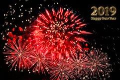 Κείμενο καλής χρονιάς 2019 του χρυσού χρώματος και των πυροτεχνημάτων στοκ φωτογραφία με δικαίωμα ελεύθερης χρήσης