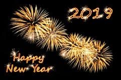 Κείμενο καλής χρονιάς 2019 των επιστολών λάμψης και των χρυσών πυροτεχνημάτων στοκ εικόνες