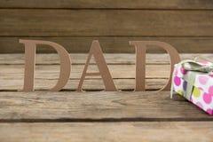 Κείμενο μπαμπάδων με τα δώρα στον πίνακα Στοκ Εικόνες