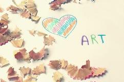 Κείμενο τέχνης με τα χρωματισμένα ξέσματα καρδιών και μολυβιών Στοκ Εικόνες
