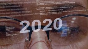κείμενο του 2020 στο υπόβαθρο του θηλυκού υπεύθυνου για την ανάπτυξη φιλμ μικρού μήκους