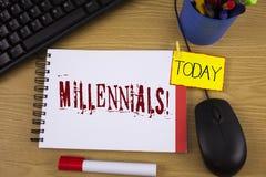 Κείμενο Millennials γραψίματος λέξης κινητήρια κλήση Επιχειρησιακή έννοια για την παραγωγή Υ το γεννημένο από το 1980 s σε 2000s  Στοκ Εικόνες
