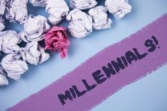 Κείμενο Millennials γραψίματος λέξης κινητήρια κλήση Επιχειρησιακή έννοια για την παραγωγή Υ το γεννημένο από το 1980 s σε 2000s  Στοκ Εικόνα