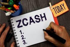 Κείμενο Zcash γραφής Έννοια που σημαίνει το cryptocurrency με αποκεντρωμένος blockchain που παρέχει την εκμετάλλευση ατόμων ανωνυ στοκ εικόνες